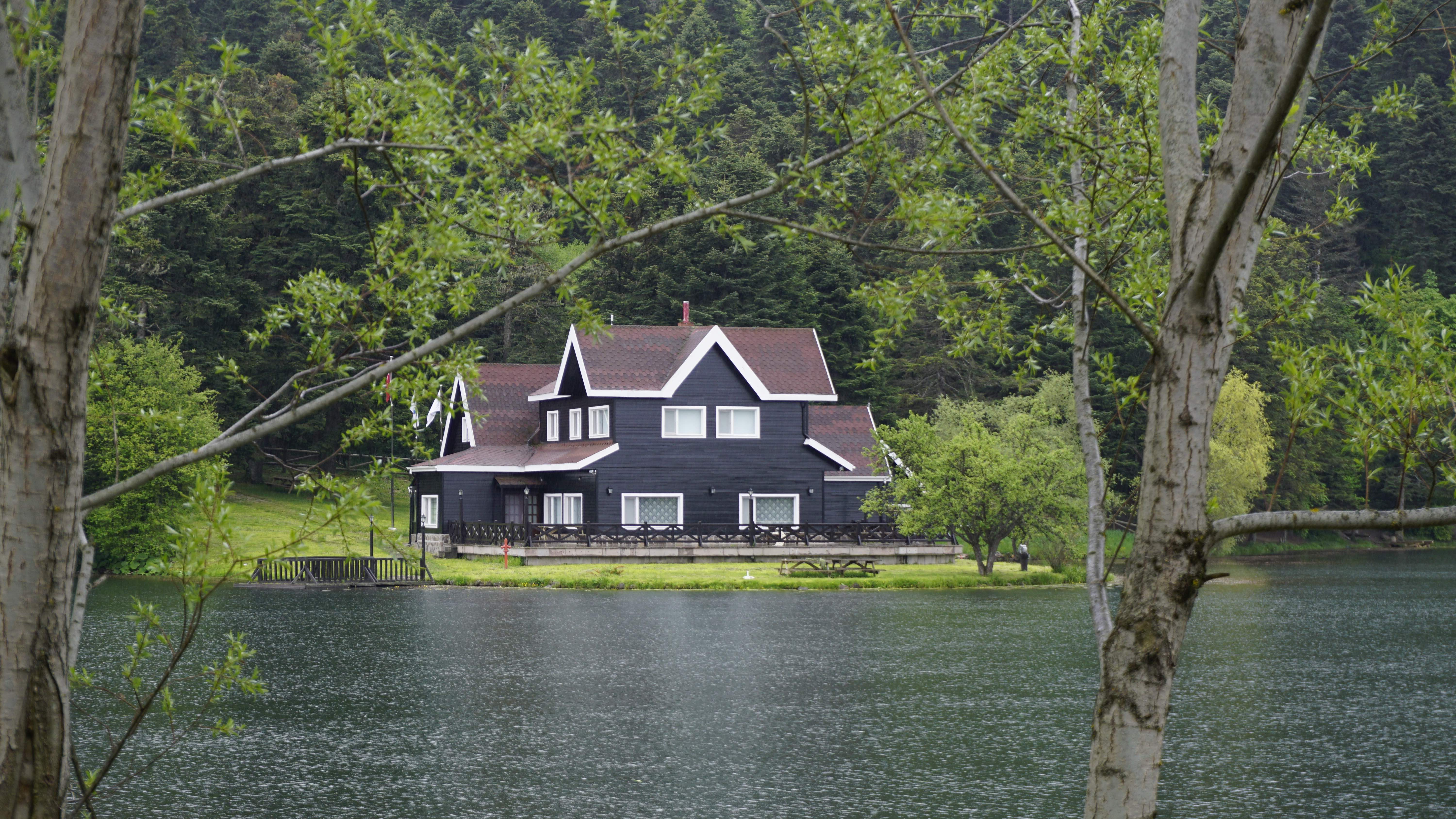 5 Questions to Ask Before Buying a Lake House
