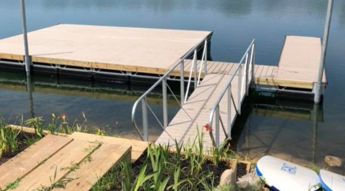 Pros and Cons of a Stationary Dock vs. Floating Dock